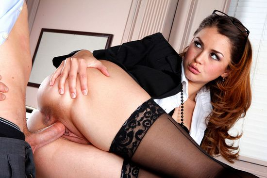 Попастая секретарша порно 2