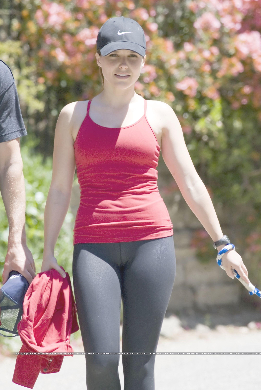 Sophie turner model yoga pants