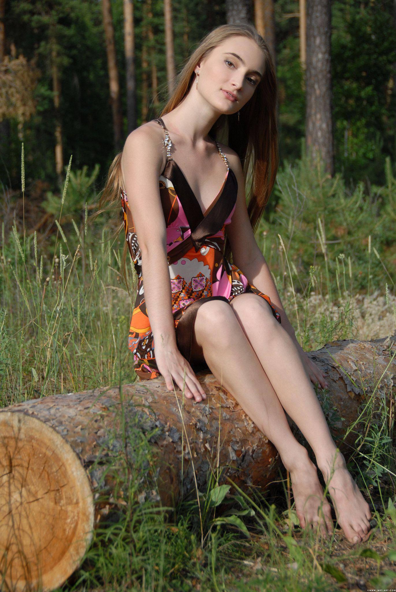 Шлюшки в платьях 8 фотография