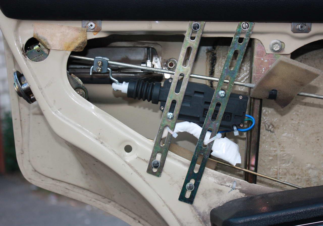 Дверь с электроприводом своими руками 165