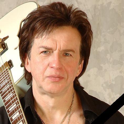 Умер певец и музыкант Александр Барыкин.
