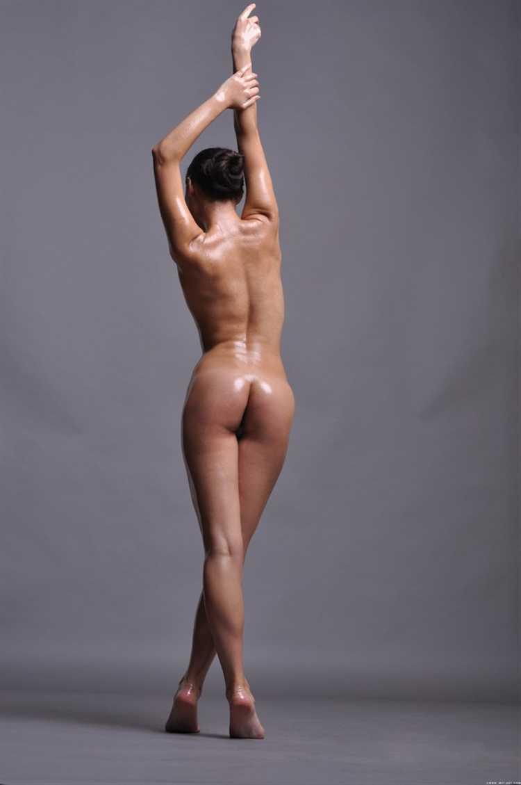 Morochita Aziza en aceite y mallas eroticas