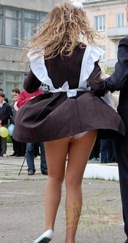фото ученицы под юбкой