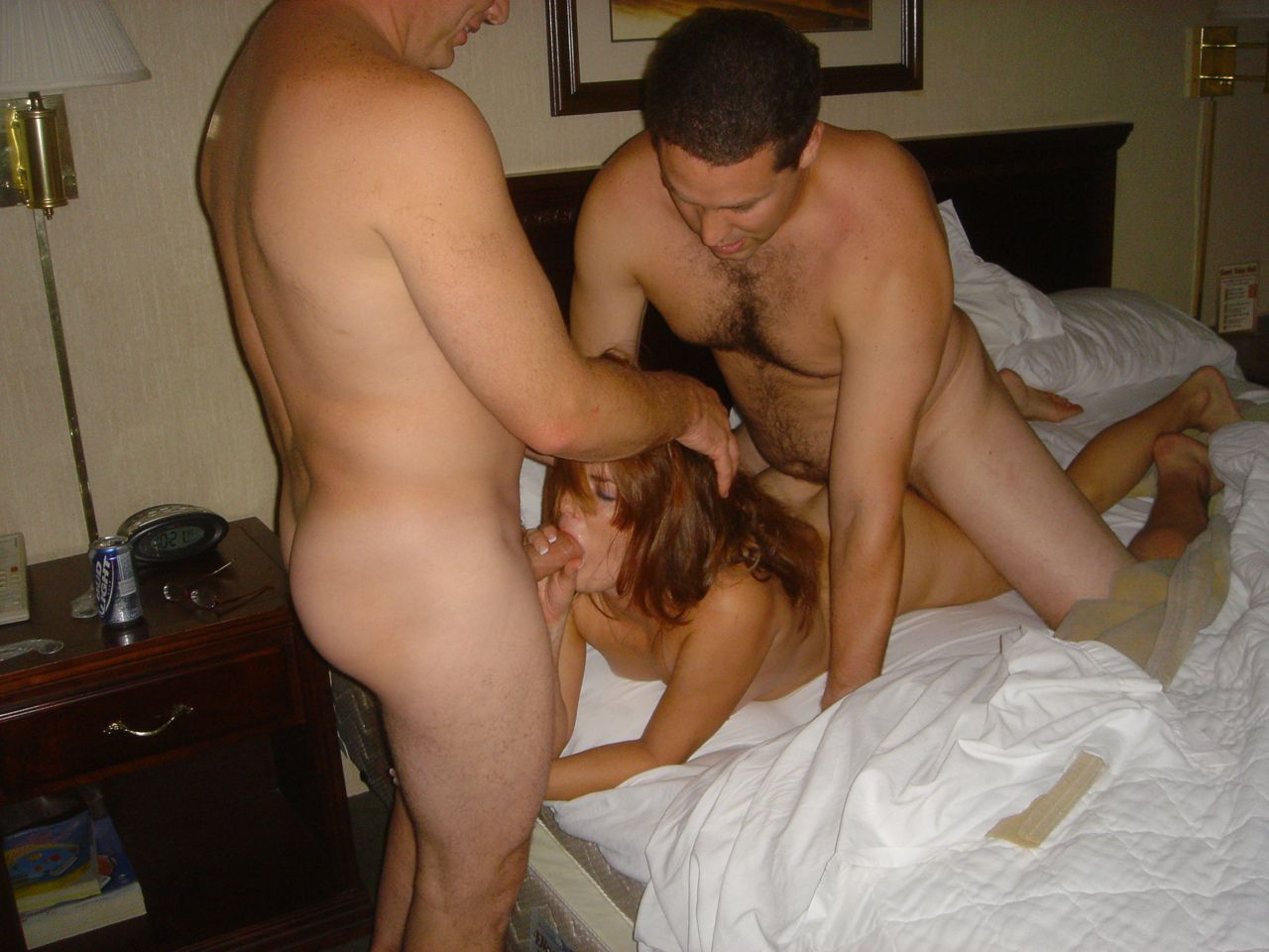 dicks-cum-hot-wives-threesome-pussy-lip