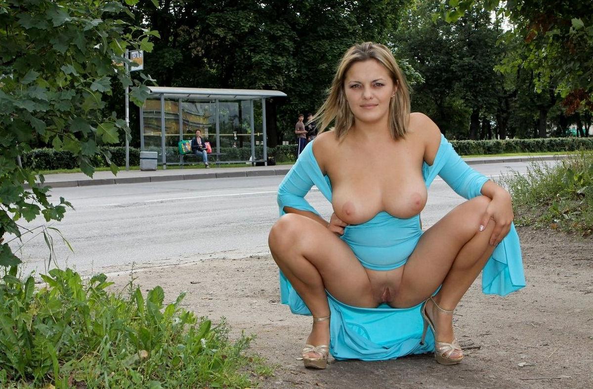 любит показывать свою грудь на улице связи высоким процентом