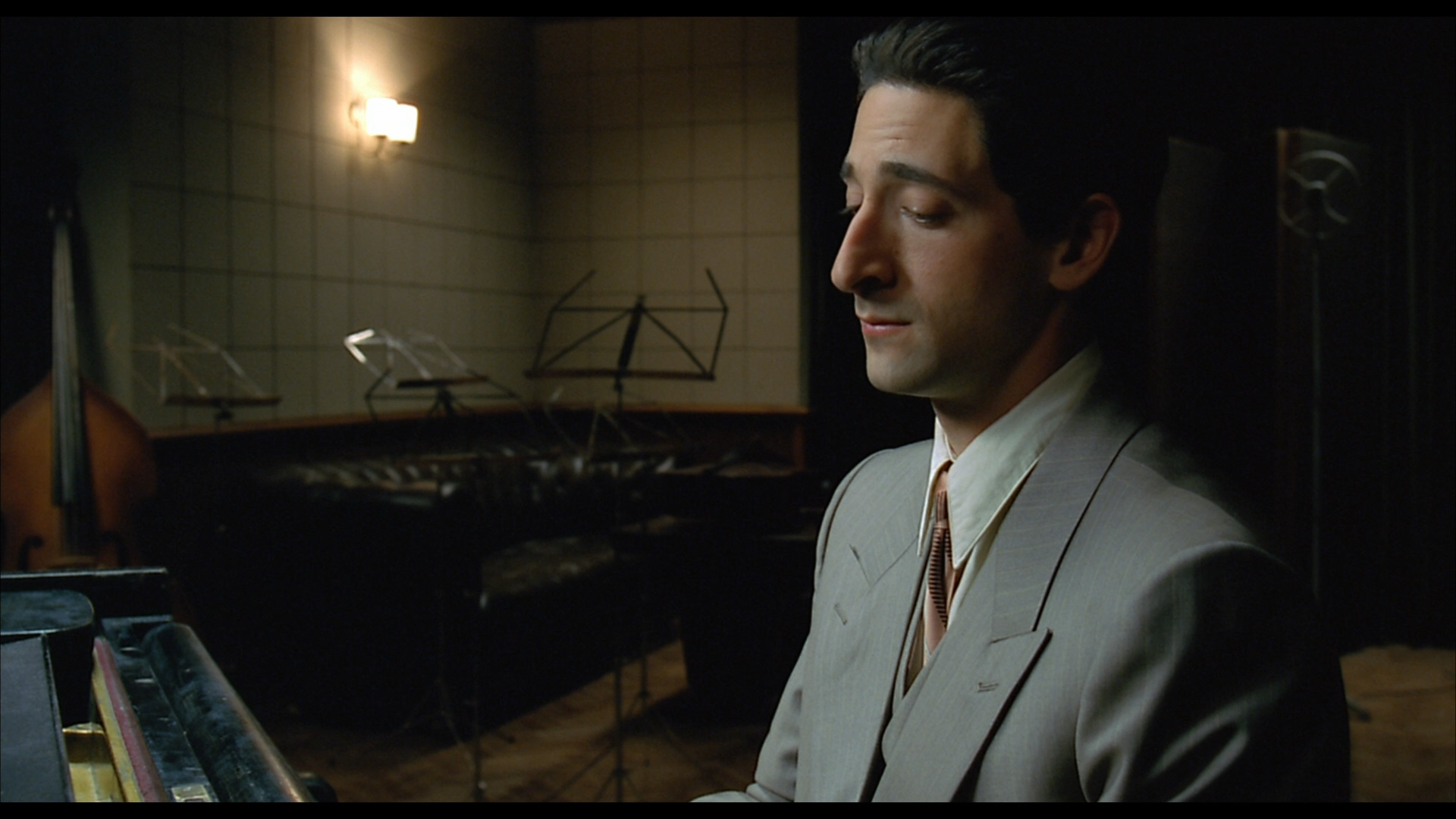 an analysis of the character of wladyslaw szpilman in the movie the pianist by roman polanski Johnson 1 kayla johnson prof hirchfelder, k-213 eng2102, sec 06 26 march 2013 scene analysis paper musical dependency the 2002 film, the pianist directed by roman polanski focuses on the hardships of a well-known, local concert pianist, wladyslaw szpilman.