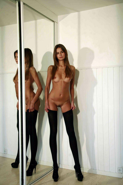 Тонкие длинные ноги порно онлайн 23 фотография