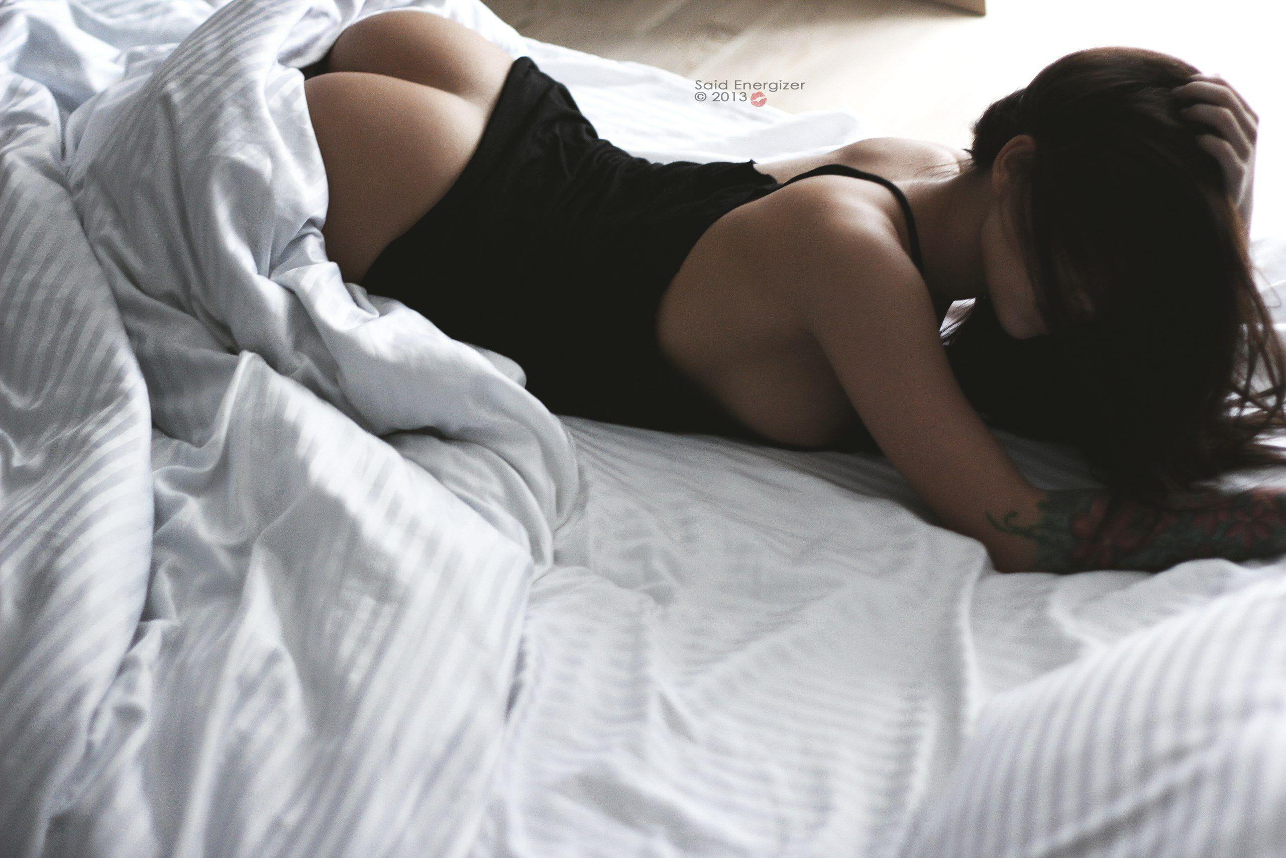 Фотосессии девушки в постели 10 фотография