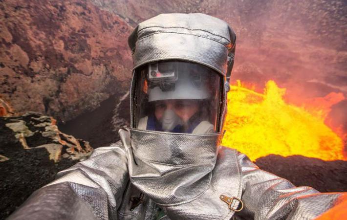 Два канадца залезли с камерой в огненное жерло вулкана
