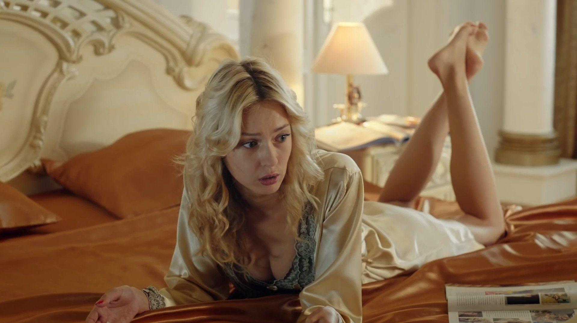 ekaterina-loza-aktrisa-porno-doveli-tolpoy-do-orgazma