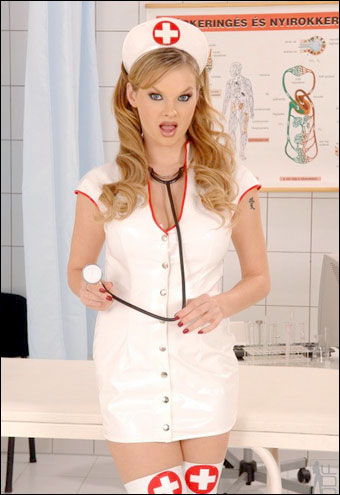 Tarra White - 7 страстно любящих медсестер / 7 Sex Starved Nurses / 7 Infirmieres Gourmandes / 7 Hungry Nurses (2010) DVDRip