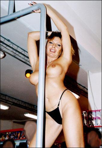 Изображение для Ursula Cavalcanti - У сестер скоро дела / Affari Di Sorelle (2004) DVDRip-AVC (кликните для просмотра полного изображения)