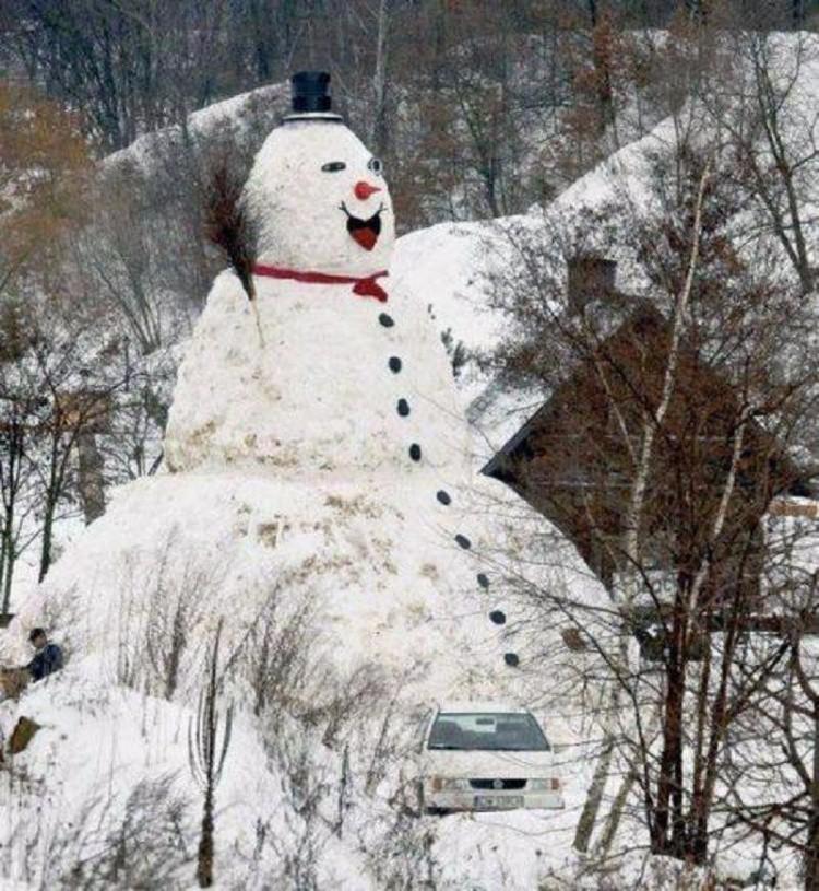 Гигантский снеговик