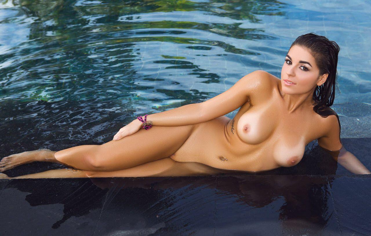 jessica-stops-nude