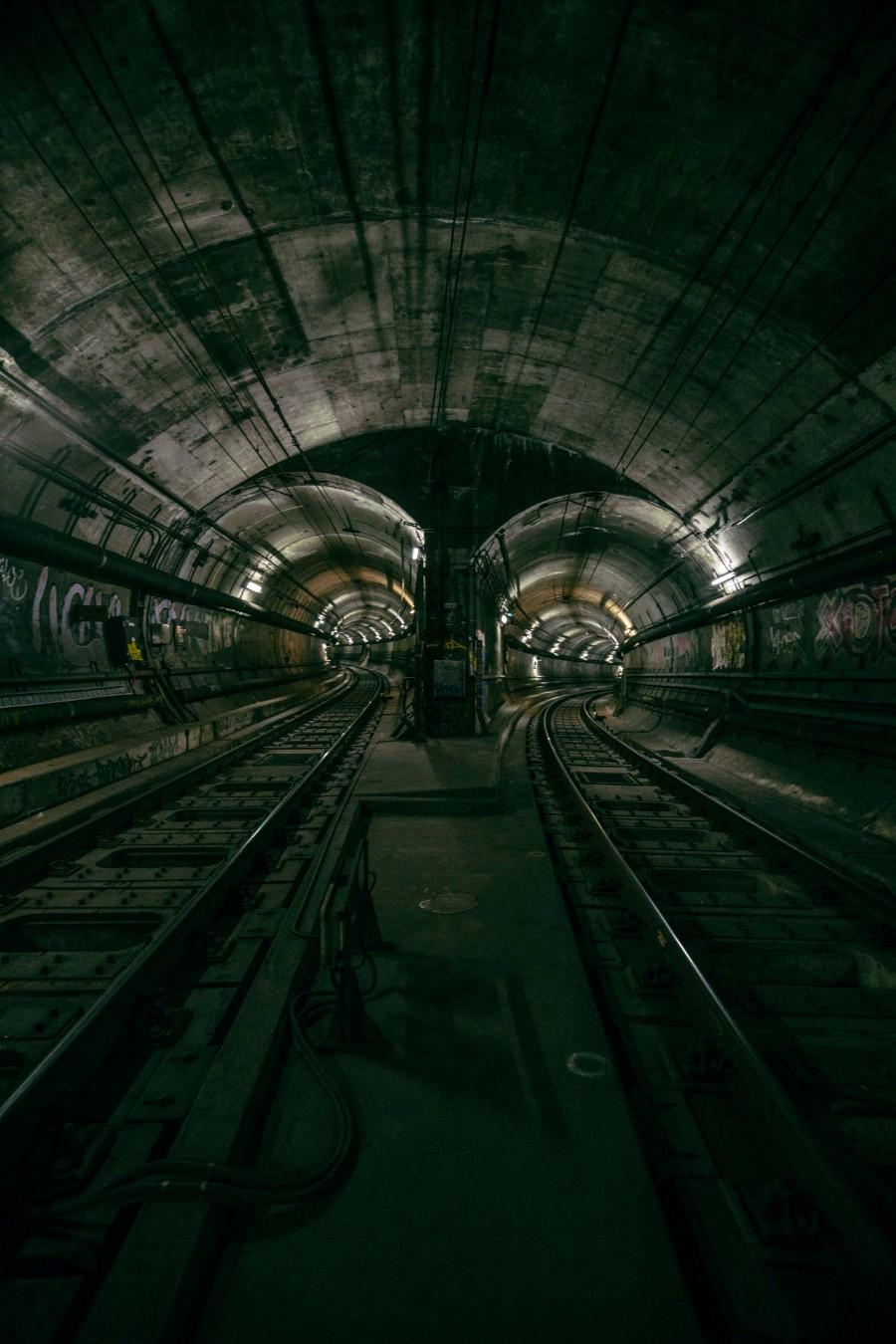 В тоннелях метро