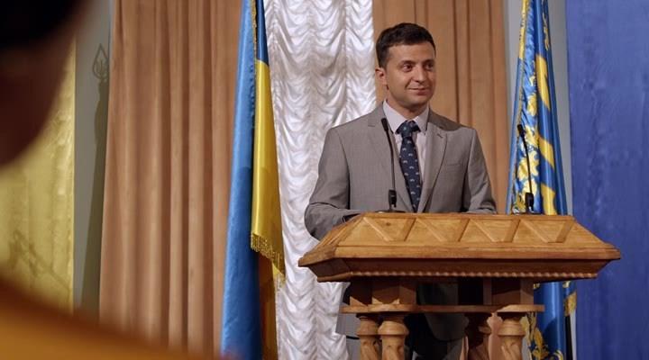 Зеленский вышел на первое место в президентском рейтинге
