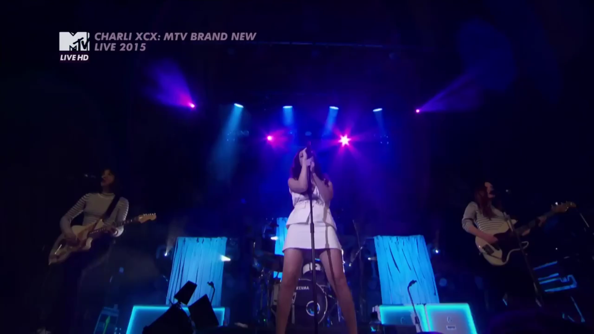 01. Charli XCX - Boom Clap ( MTV Live) (Official Video).mp4_snapshot_02.00_[2016.01.29_18.36.48].png