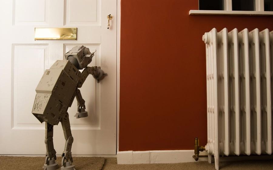 АТ-АТ у двери