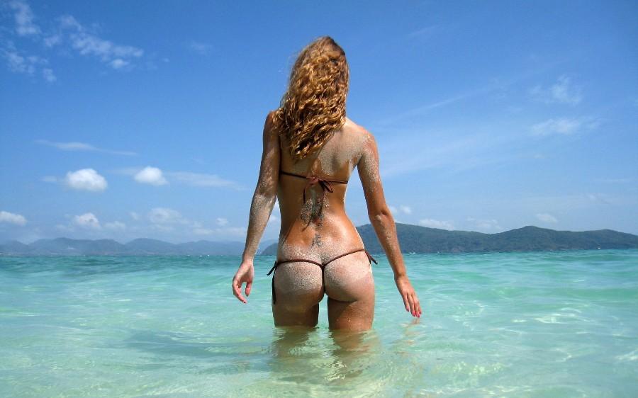 Тело в песке