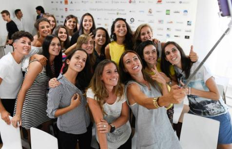 Женской команде