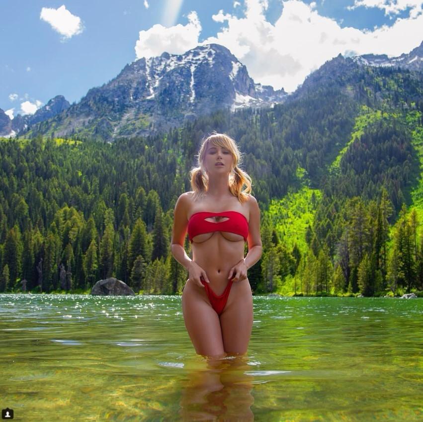 Сара в озере
