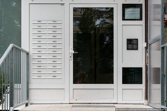 поставить входную дверь в многоквартирном доме