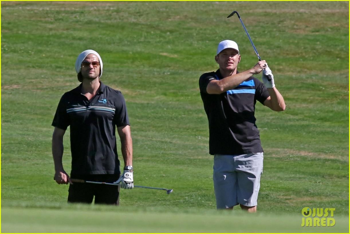 jared-padalecki-jensen-ackles-play-golf-together-08.jpg