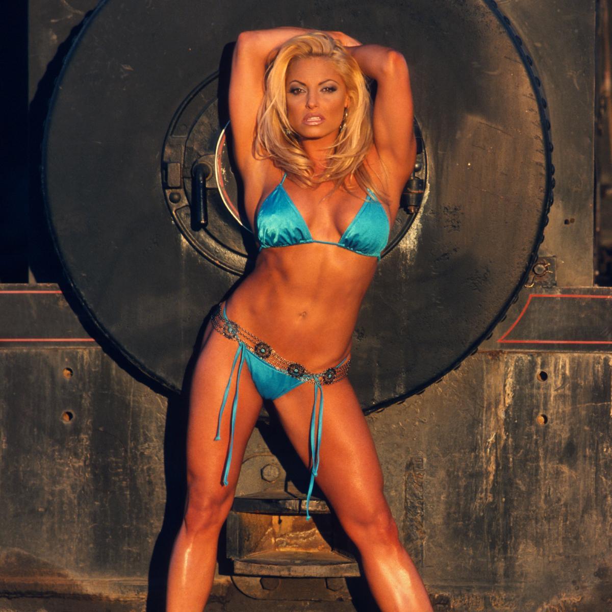 Лучшие фото в купальниках реслерш WWE