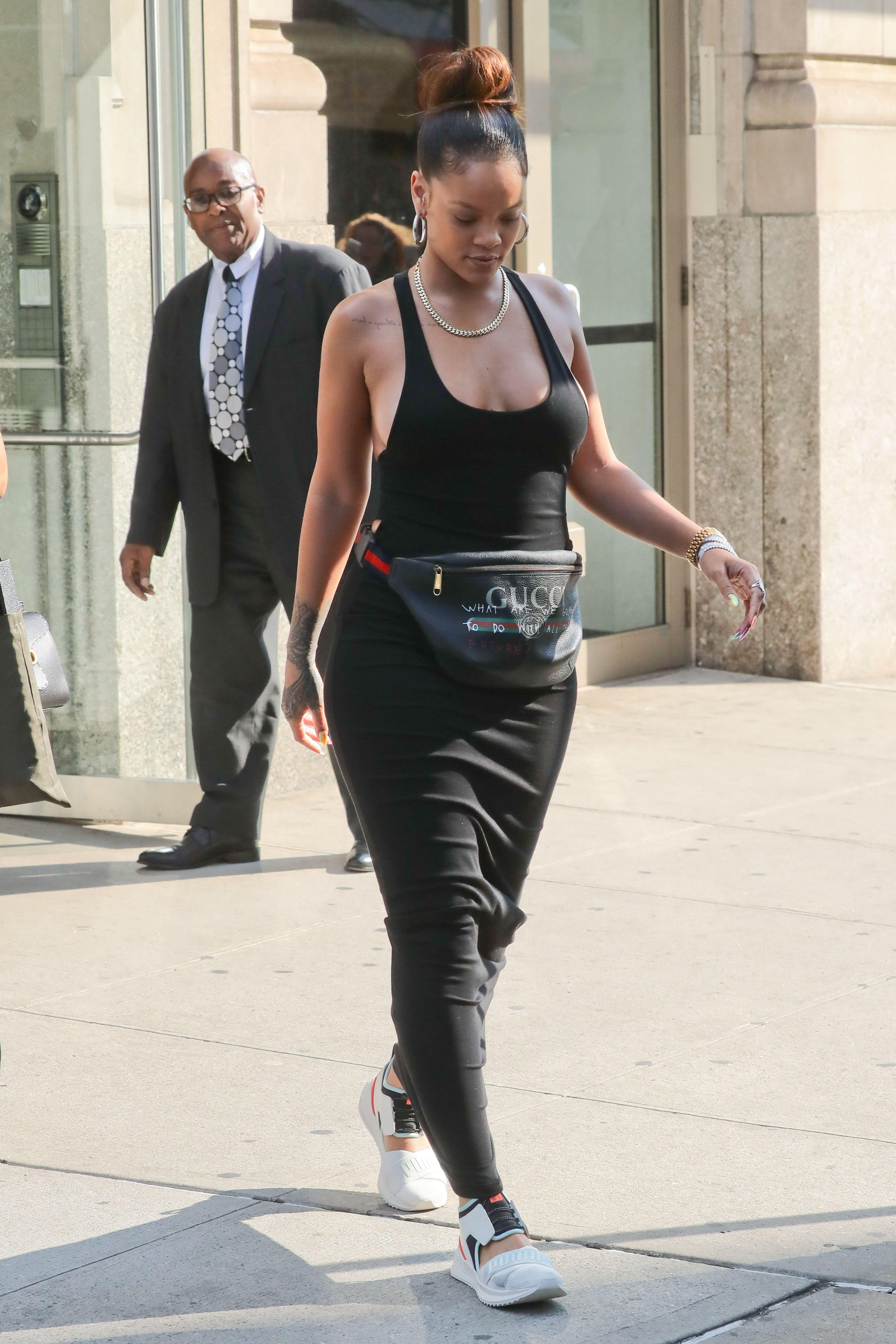 Rihanna-Braless-16-thefappeningblog.com_.jpg