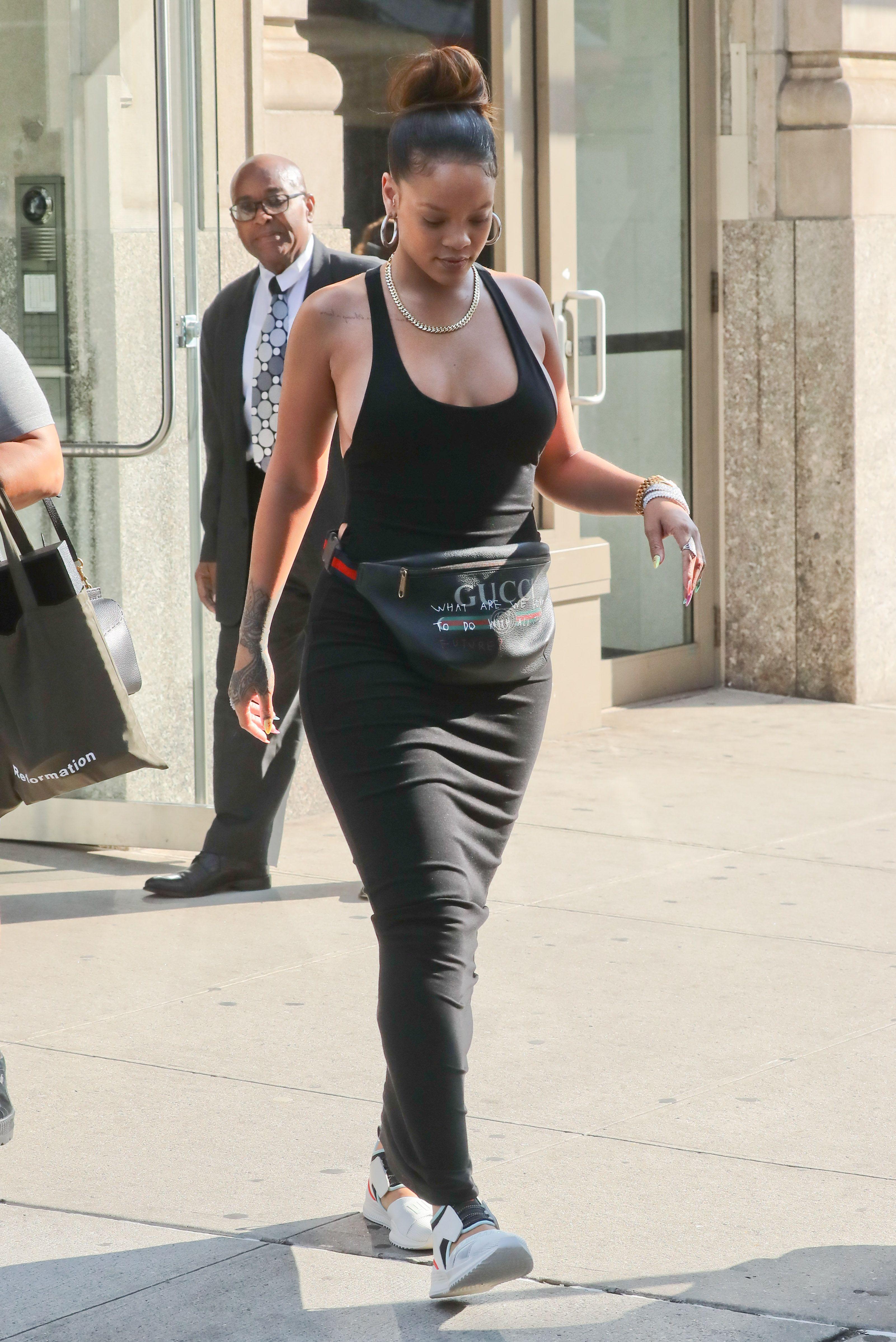 Rihanna-Braless-14-thefappeningblog.com_.jpg