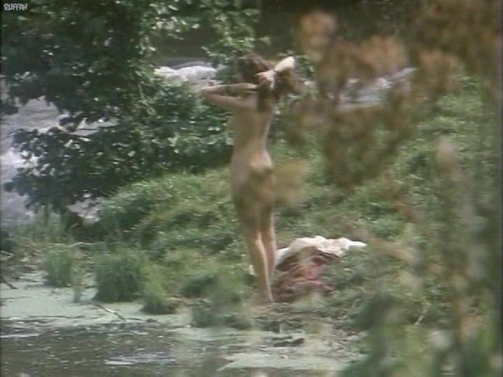 Эпизоды из фильмов купание голышом