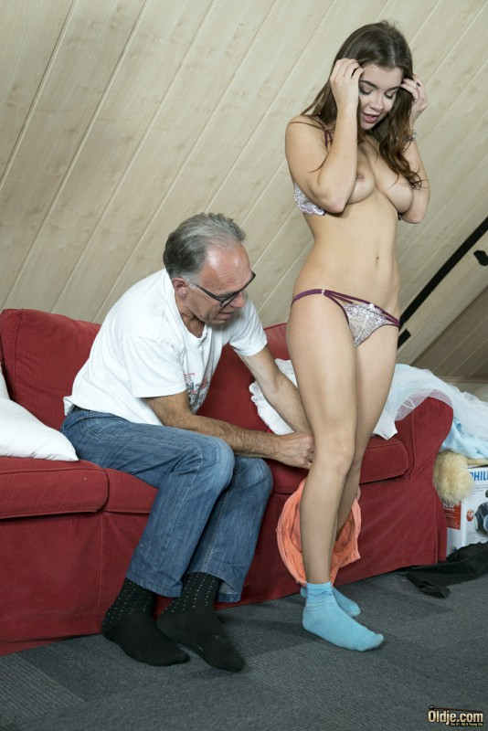 [Oldje.com / ClassMedia.com] Oldje №632 Renata Fox - Sassy and Sexy [2017 г., Oldman & Young girl, bedroom, blowjob, close-up, deepthroat, doggy-style, glasses, missionary, natural-tits, position-69, tattoo, 1080p]