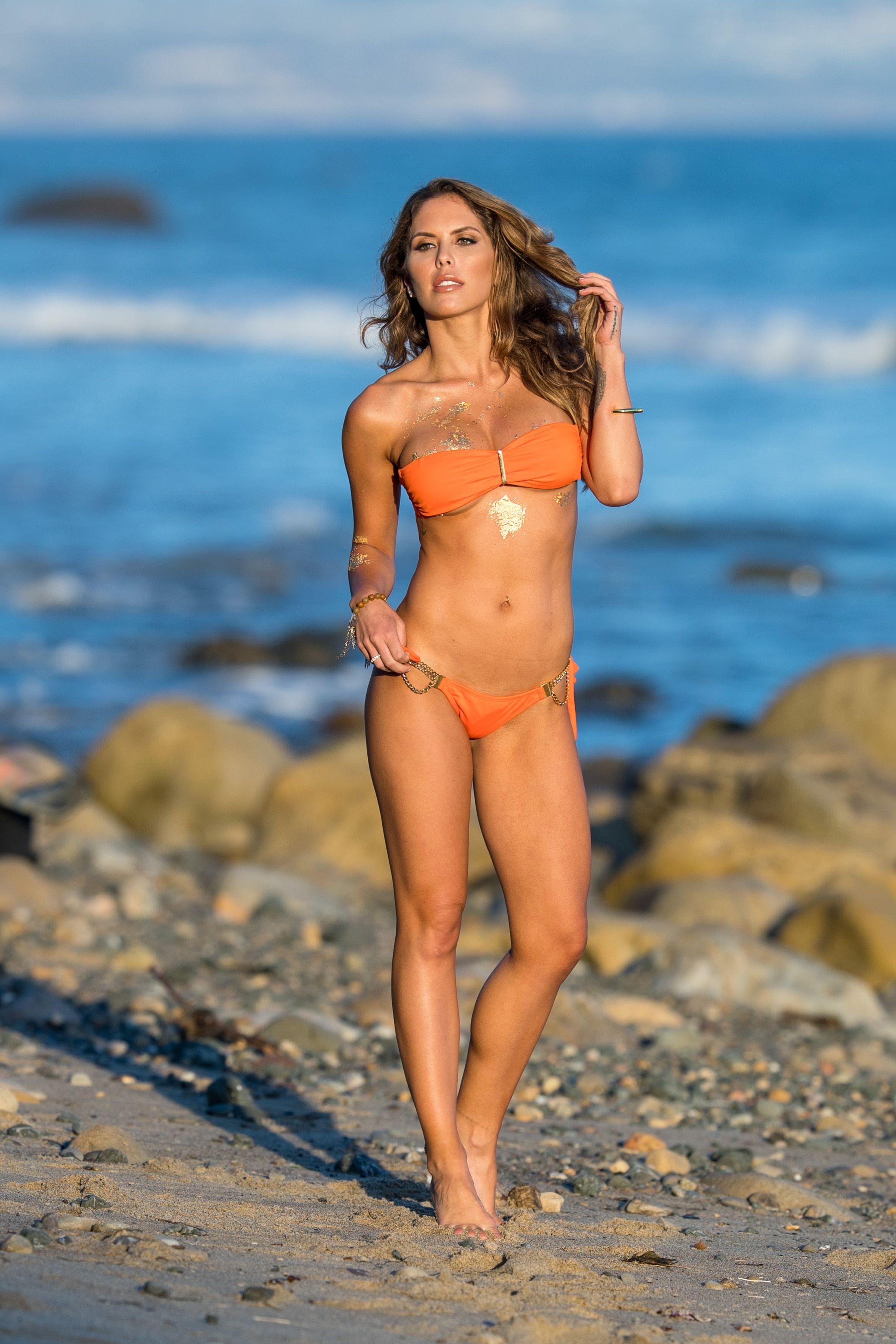 Brittney-Palmer-Sexy-Topless-16-thefappeningblog.com_.jpg
