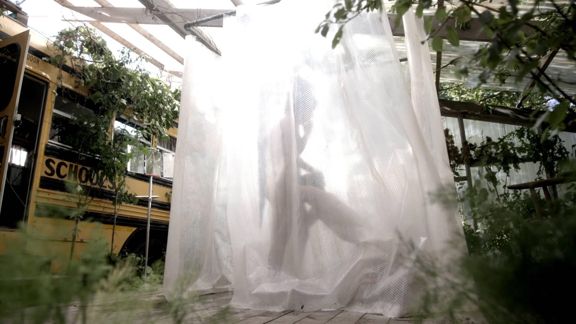 Essie-Davis-topless-Anna-Paquin-Rachelle-Lefevre-Juno-Temple-hot-and-sexy-P.K.D-Electric-Dreams-2017-s1e5-6-8-HD-1080p-013.jpg