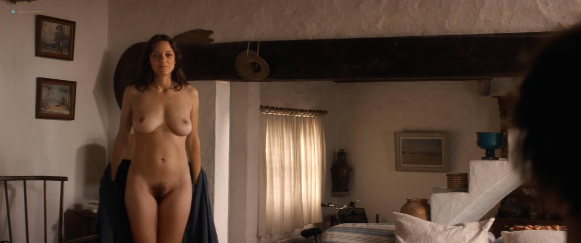 Marion-Cotillard-nude-full-frontal-Alba-Rohrwacher-nude-nipple-Les-fantomes-d_Ismael-FR-2017-HD-1080p-BluRay-006.jpg