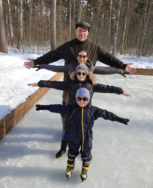Фото николая валуева с женой и детьми