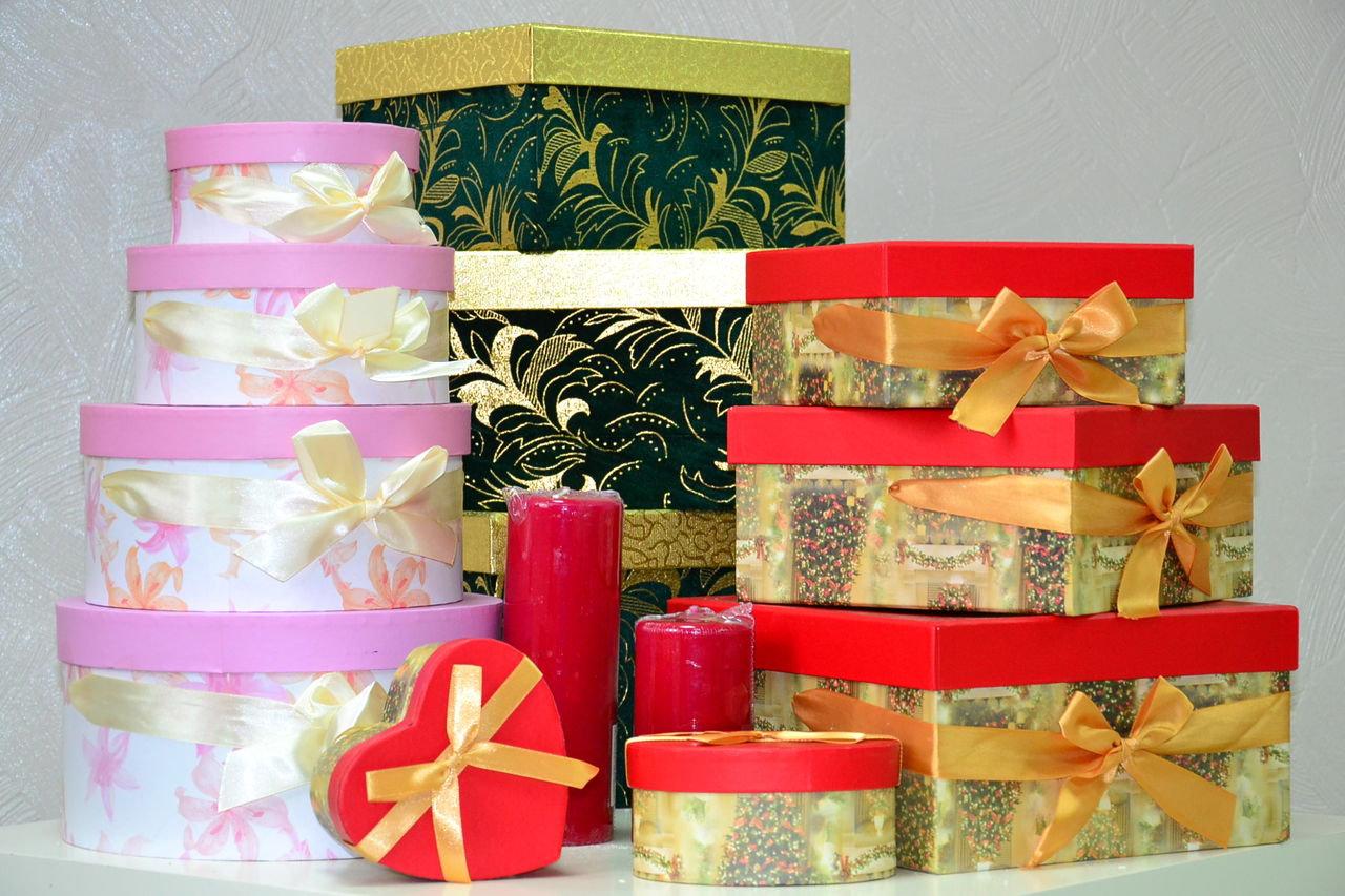 Упаковки-коробки для укладки праздничных подарков и презентов