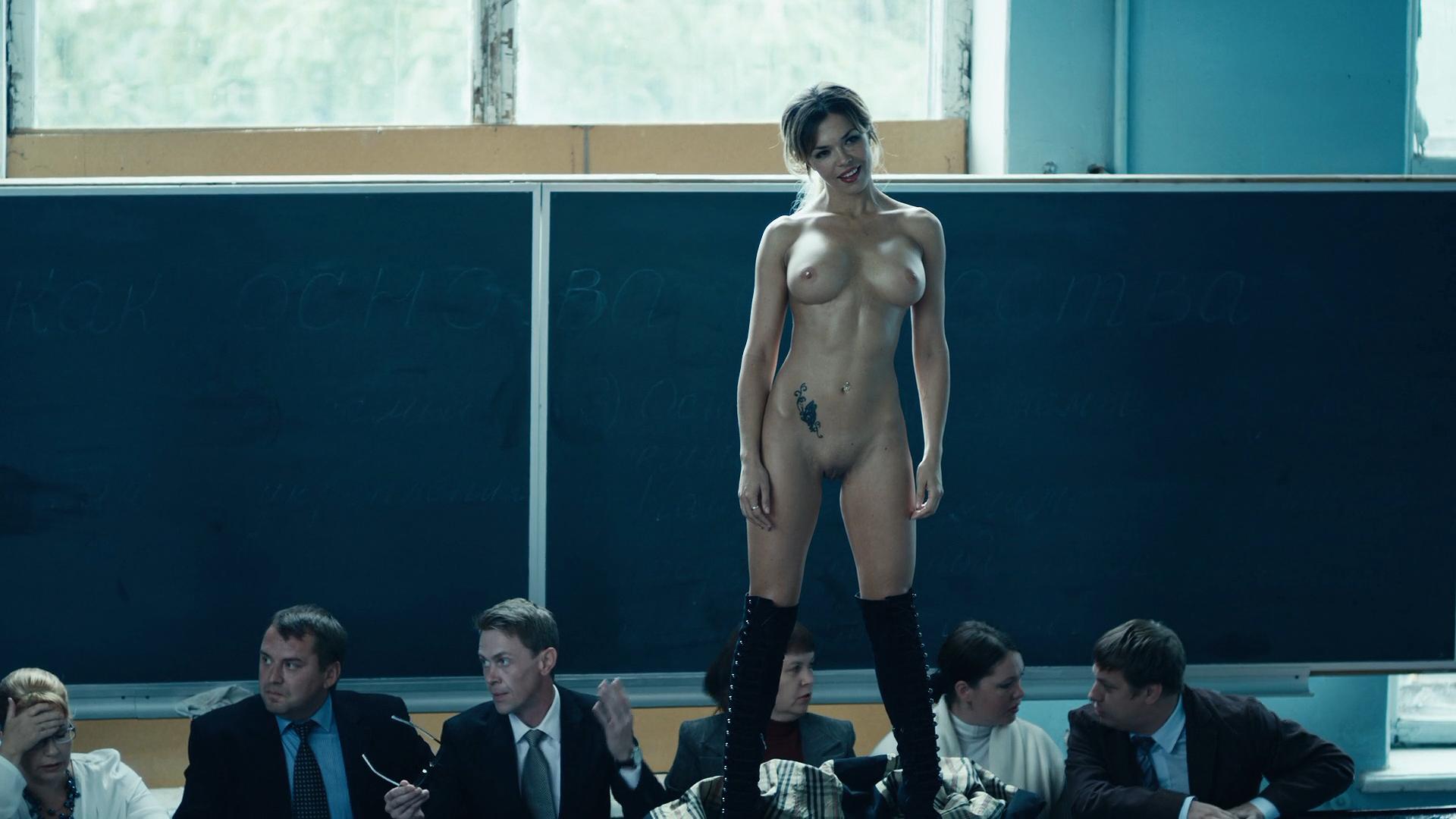 актрисы без трусов в фильмах видео медленнее будет