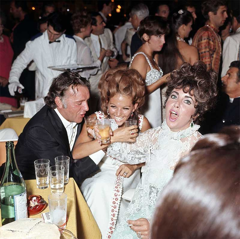 Richard-Burton-Claudia-Cardinale-and-Elizabeth-Taylor-partying-at-the-Ca-Vendramin-Calergi-palace-during-the-Venice-Film-Festival-1967.jpg