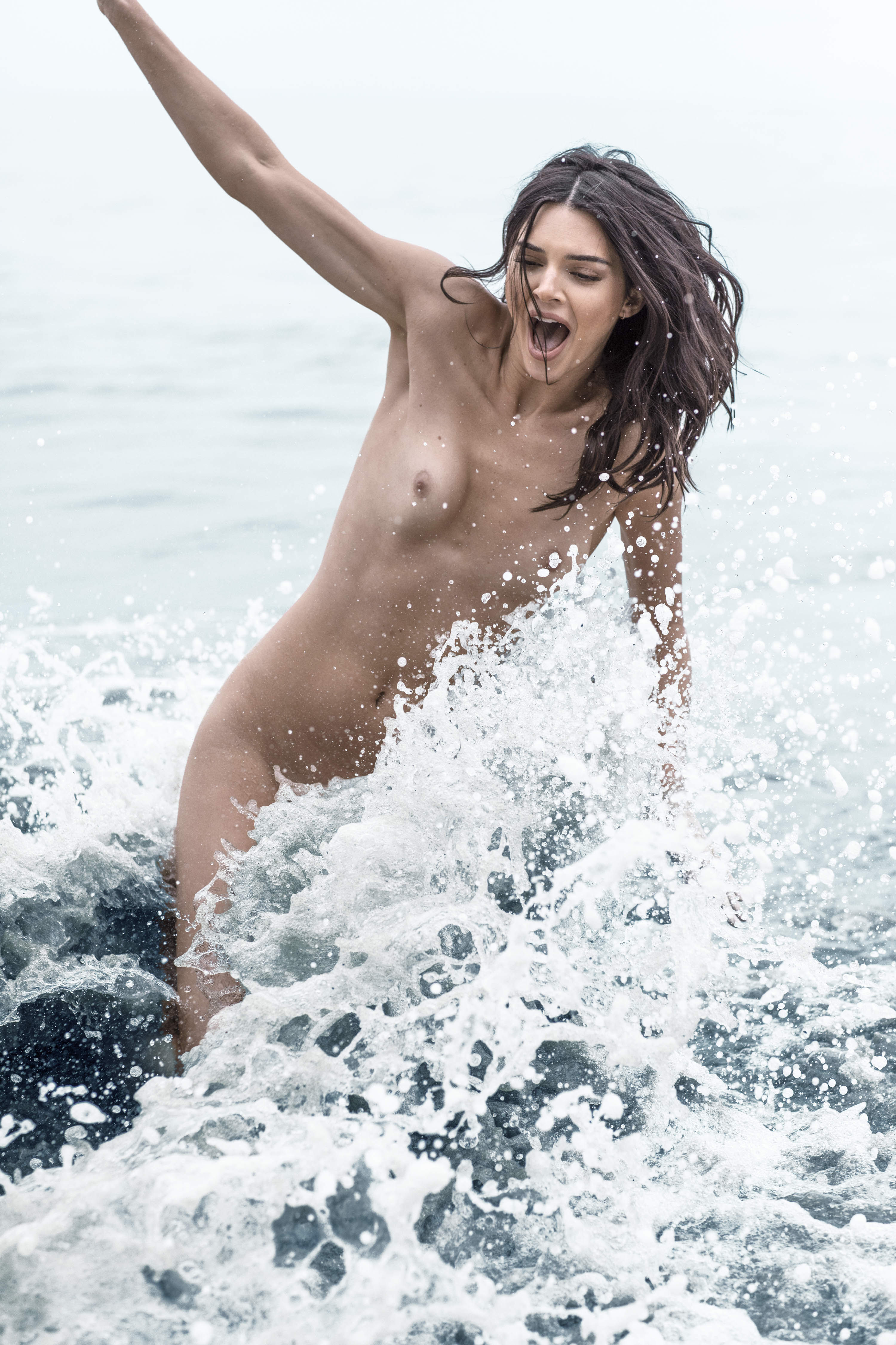 0810235419680_08_Kendall-Jenner-Nude-TheFappeningBlog.com-9.jpg