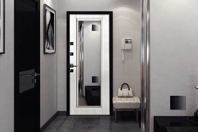 Двери в квартиру с зеркалом