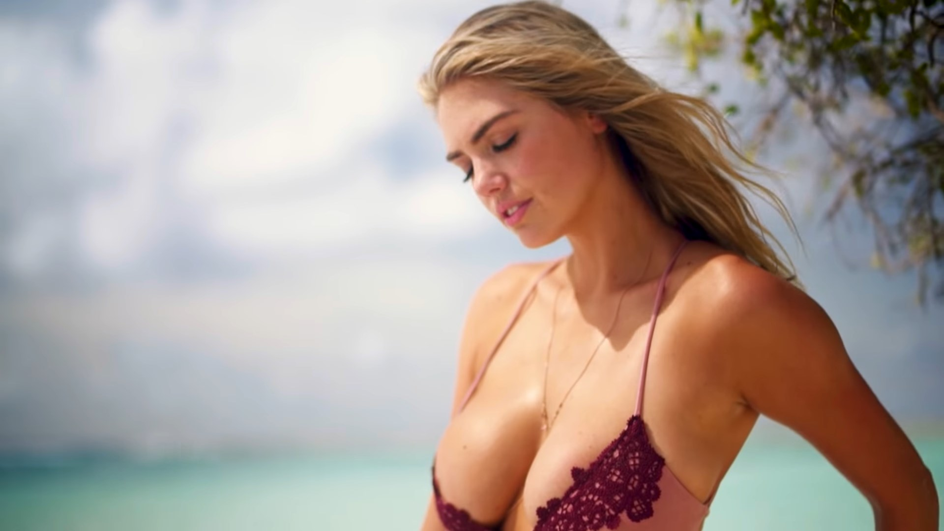 Kate Upton sizzles in a Barely-There Bikini - INTIMATES - Sports Illustrated Swimsuit - YouTube.MKV_snapshot_00.33_[2018.12.22_02.52.50].jpg