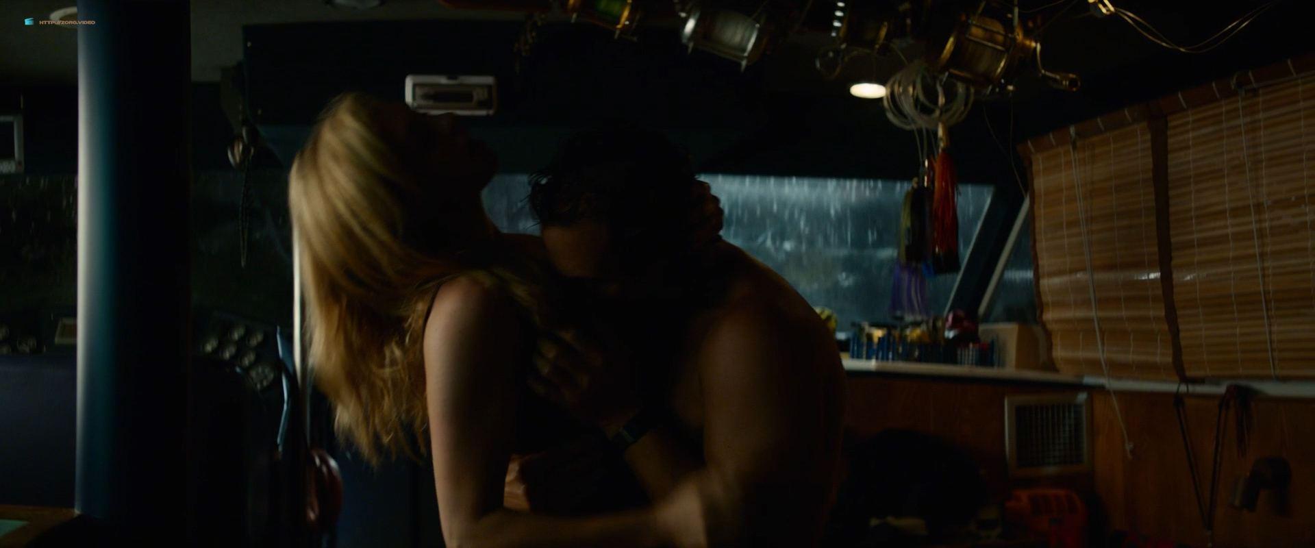 0201153347964_08_Anne-Hathaway-hot-in-sex-scene-Serenity-2019-HD-1080p-BluRay-00009.jpg