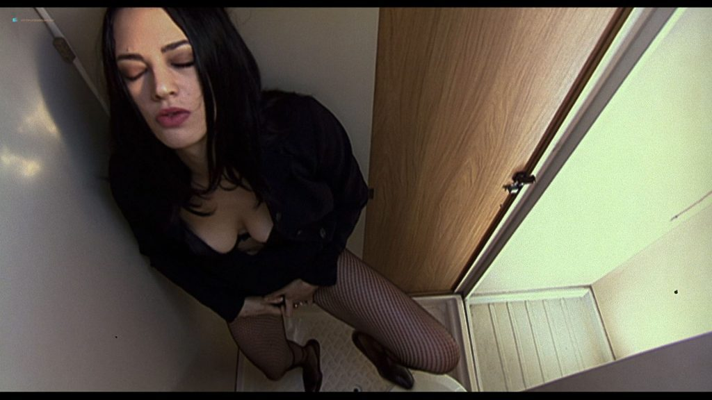 0229045738550_16_Asia-Argento-nude-Selen-and-Vera-Gemma-nude-too-–-Scarlet-Diva-2000-HD-1080p-BluRay-0002-1024x576.jpg