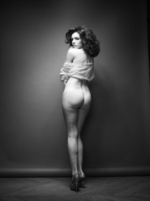 0314024400906_04_Kelly-Brook-Nude-TheFappeningBlog.com-5.jpg