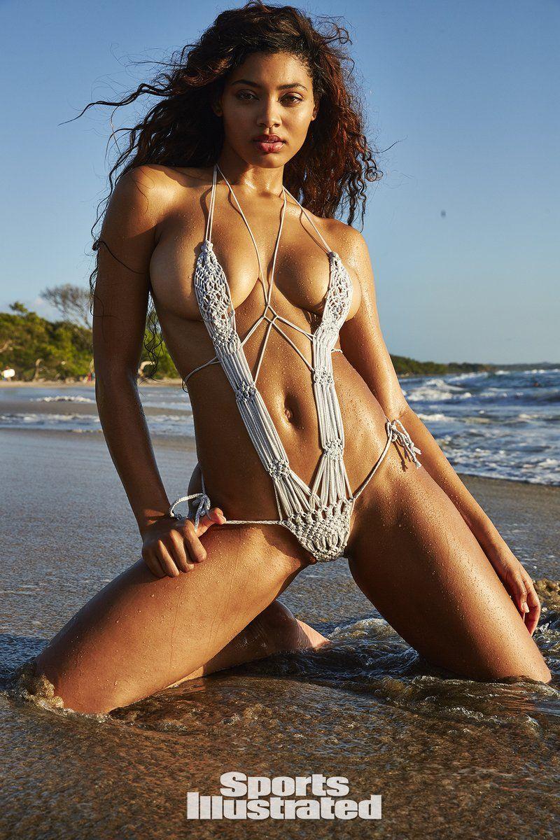 0409070755770_08_Danielle-Herrington-Nude-Sexy-TheFappeningBlog.com-8.jpg