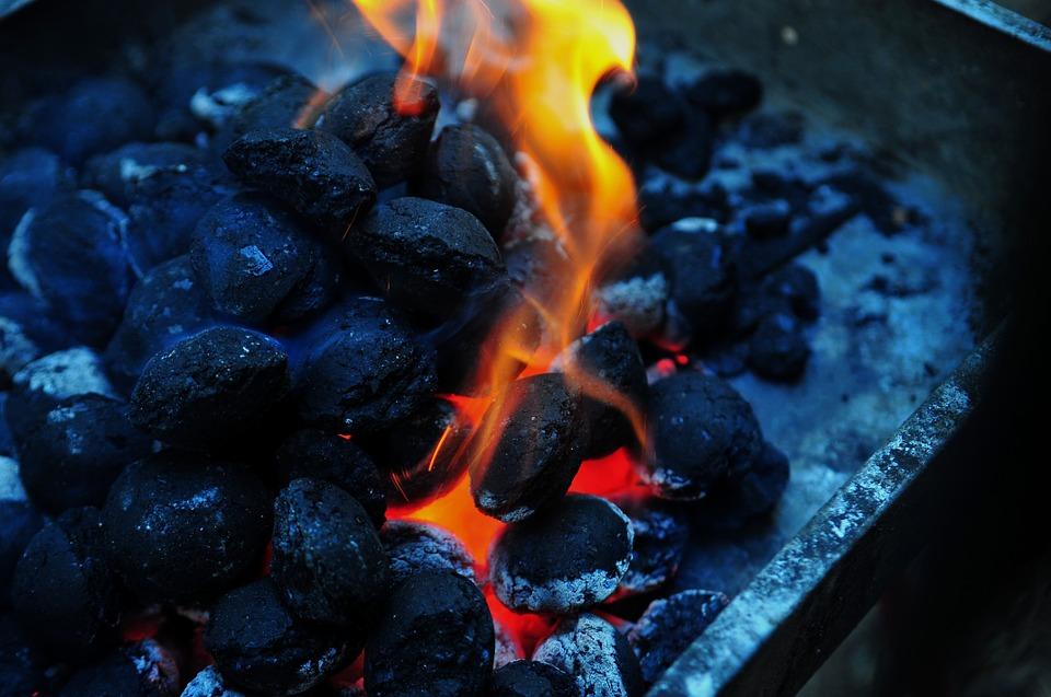 Как правильно топить печь брикетами