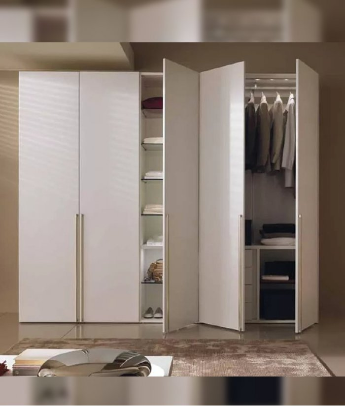 Какие преимущества имеют распашные шкафы для прихожей