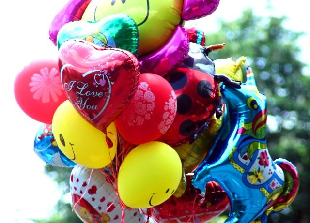 Фольгированные шары с надписями и картинками - лучшее оформление для праздника