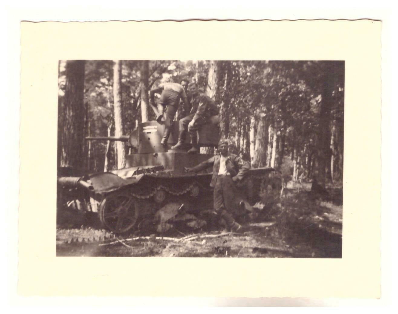Beute Panzer 7TP in Polen zwischen Lublin und Tarnopol.jpg